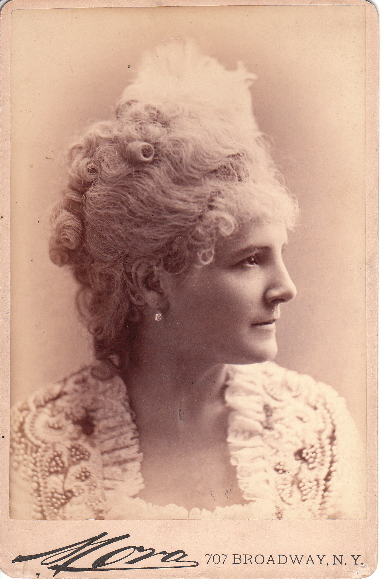 Mora The Cabinet Card Gallery