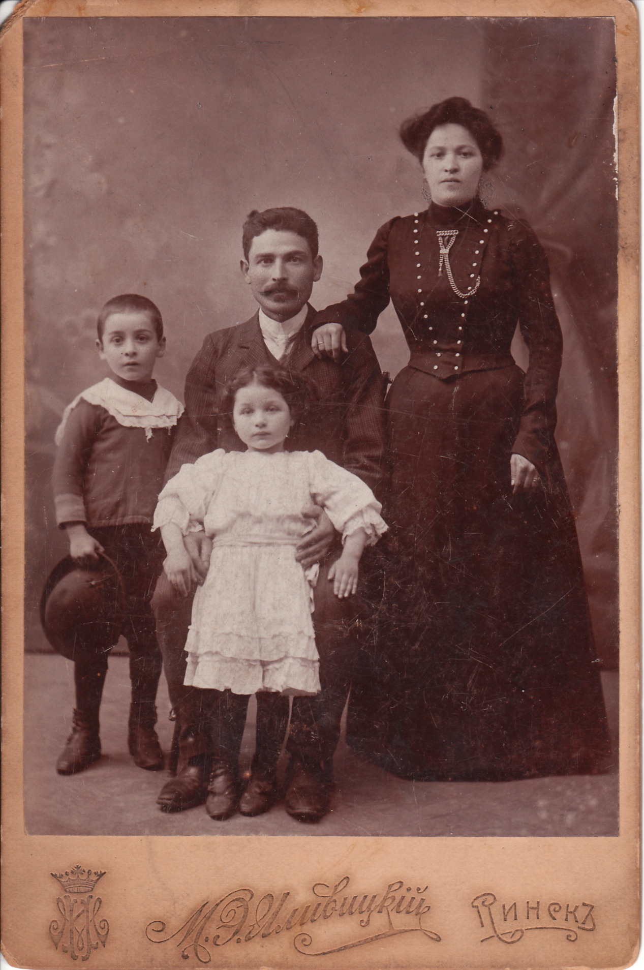 jew-family-in-minsk_0001