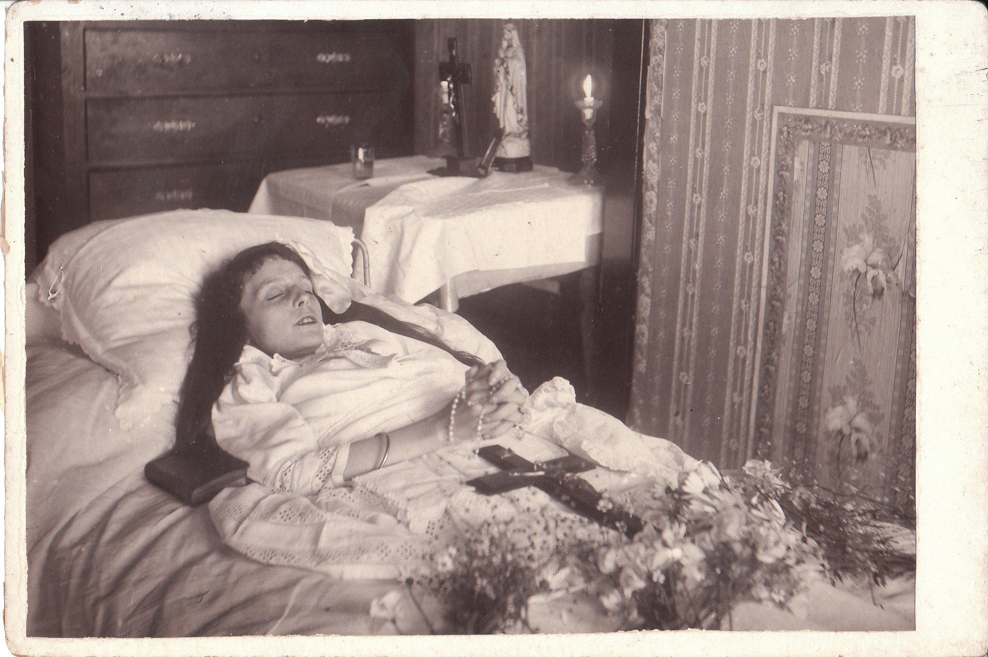POSTMORTEM PHOTOGRAPH OF YOUNG GIRL IN PARIS, FRANCE | THE ...