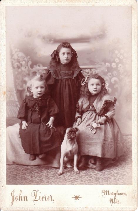 THREEGIRLS AND DOG_0001