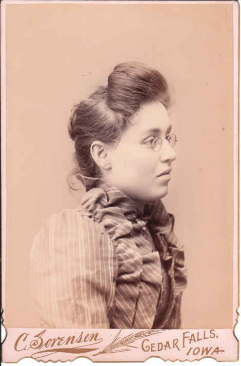 bespectacled lady_0006