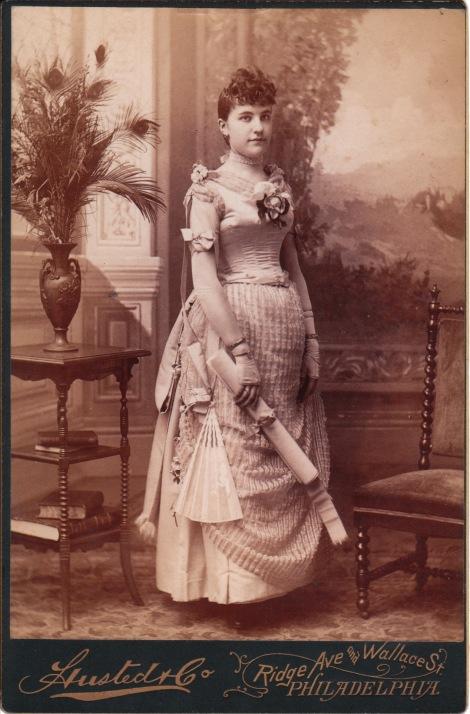PHILLIE GRAD LADY