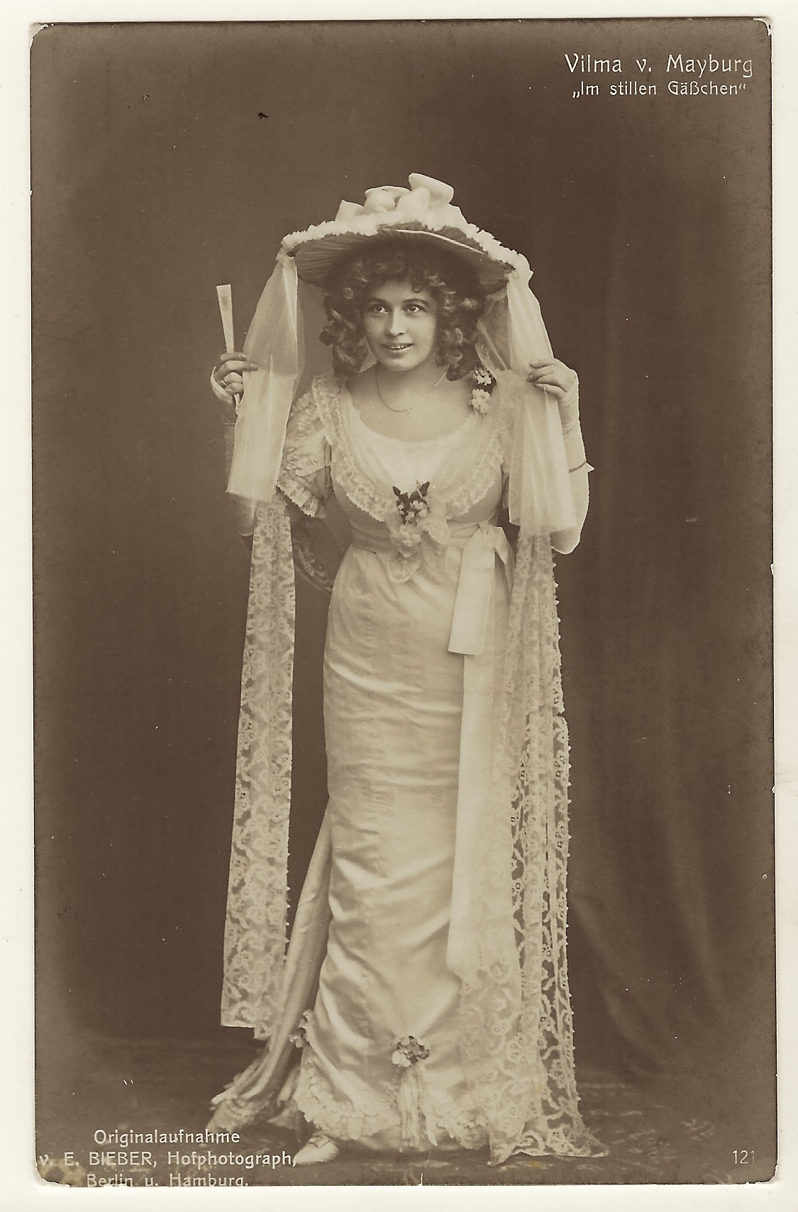 veiled actress 4