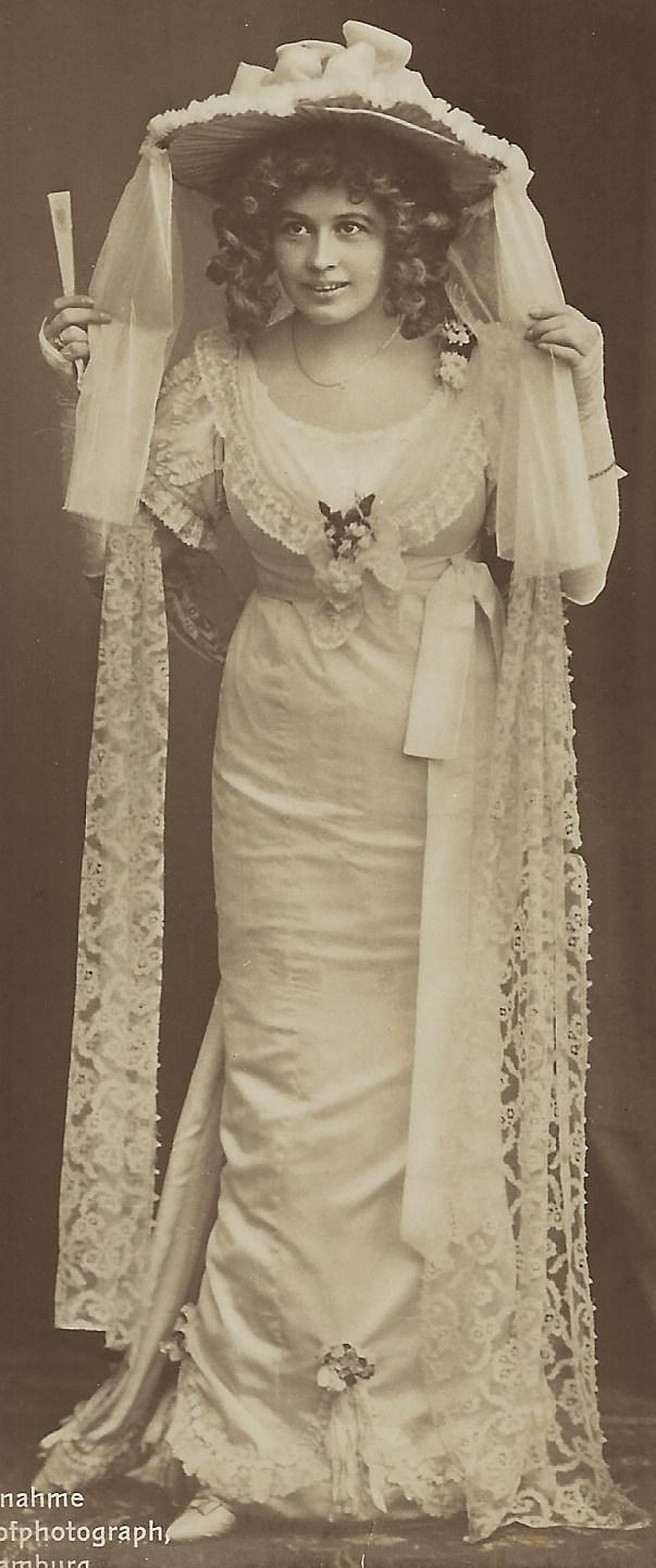 veiled actress 5