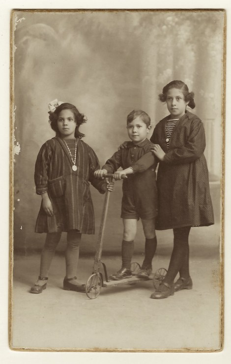three-spanish-kids