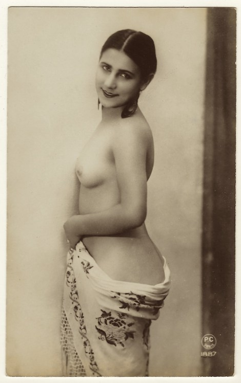 I Am Hoping That Cabinet Card Gallery Visitors Are Not Offended By This Tastefully Done Vintage Nude Real Photo Postcard Postcards Of Nudes Were A Popular