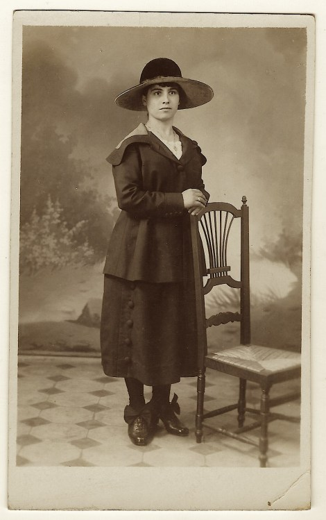 lady and a hat 3