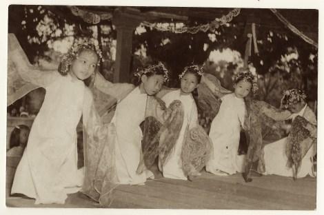 VIETNAM KID DANCERS